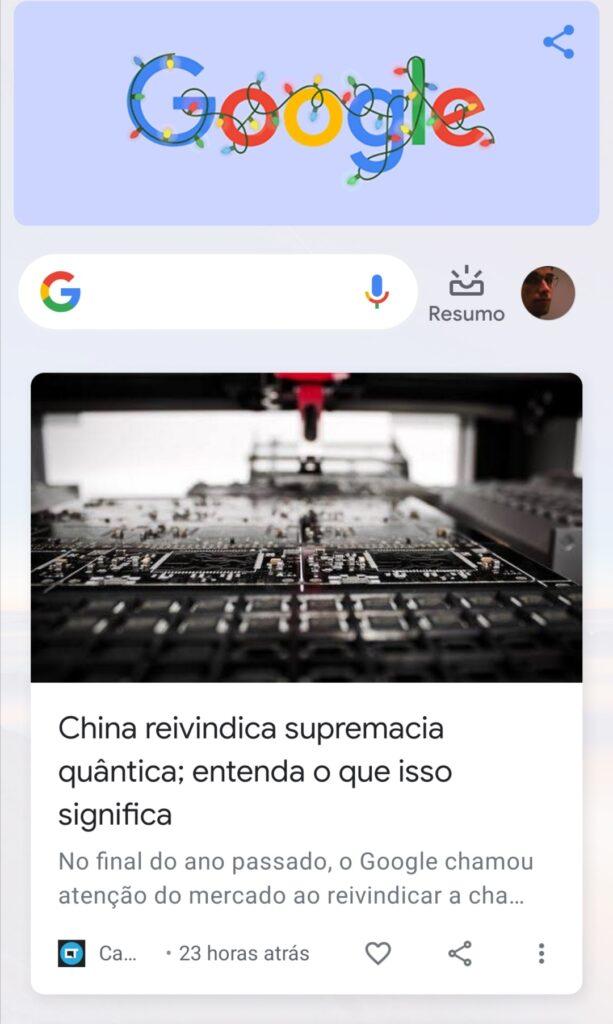 Feed do Google Discover direto em alguns dispositivos mobile ao lado da página principal, com um deslizar