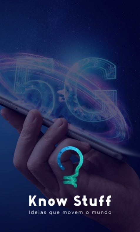 5G Tecnológico encima de celular, segurado por uma mão