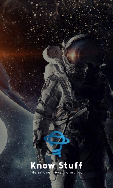 Astronauta em frente a planetas com logo da Know Stuff na frente
