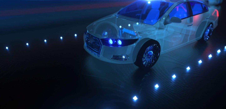 Carro tecnológico transparente em pista iluminada